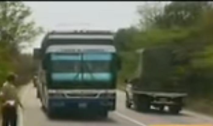 Un muerto y 6 heridos deja choque entre una gandola y un autobús
