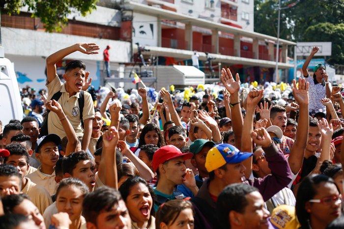 El Día de la Juventud, los estudiantes protestaron contra Maduro