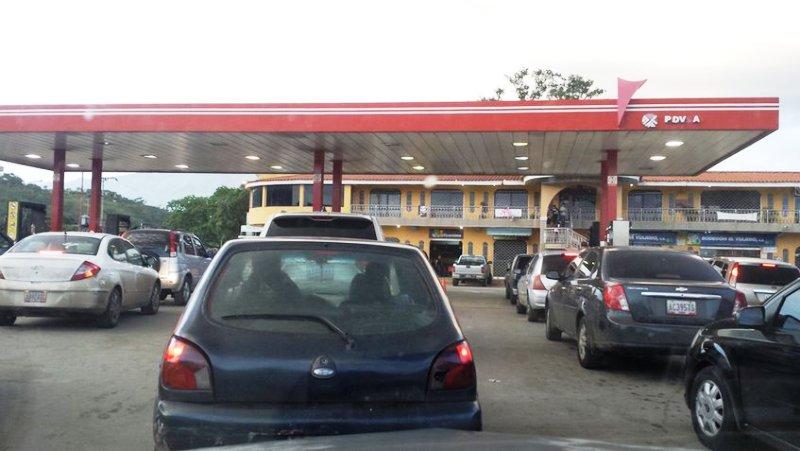 Varios estados con fallas en el suministro de gasolina