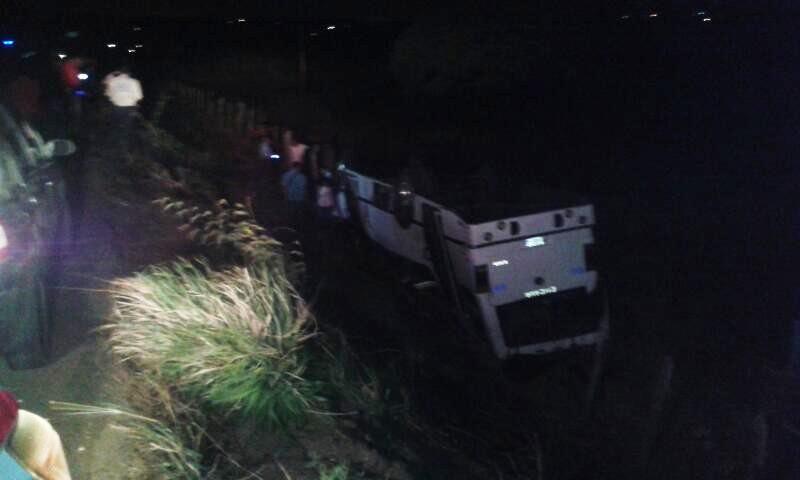 Vuelco de autobús deja 4 heridos en la carretera Tucupido – Zaraza