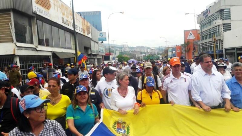 Rummy Olivo represento a los Guariqueños en marcha de los estudiantes al ministerio de educación en Caracas