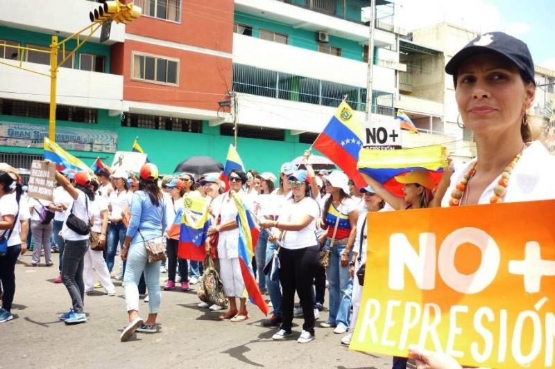 Llaneras salieron a la calle contra la represión