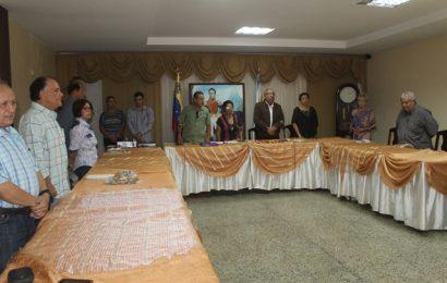 Docentes jubilados reciben reconocimientos de la Alcaldía de Infante y Cámara Municipal