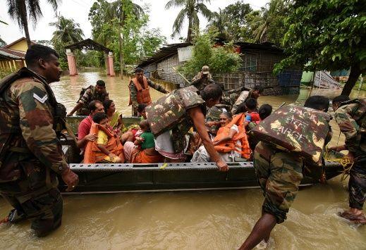 Mueren más de 200 personas por inundaciones en el sur de Asia (+ Vídeo)