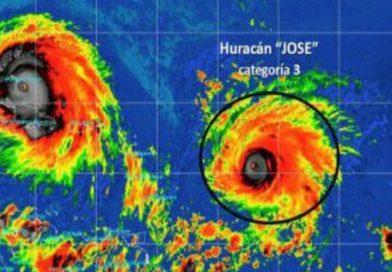 Huracán José pierde fuerza al deambular por el noreste de Bahamas