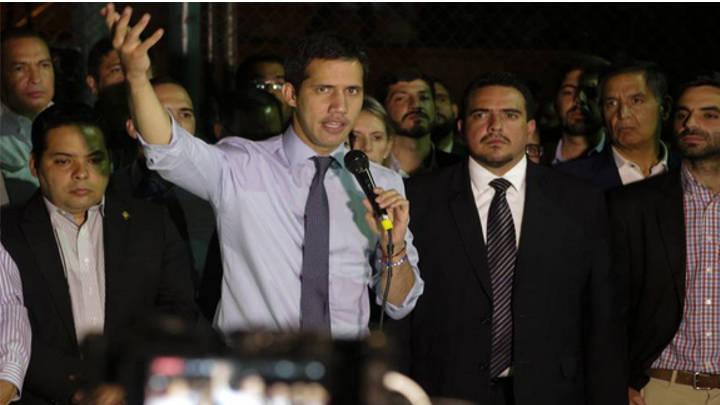 El chavismo sigue el ataque a Guaidó