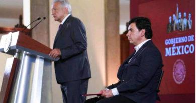 López Obrador y su portavoz, Jesús Ramírez en declaraciones
