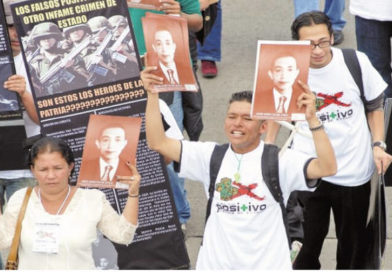 Por el Senado, ahora, Nicacio Martínez es general de cuatro soles en Colombia.