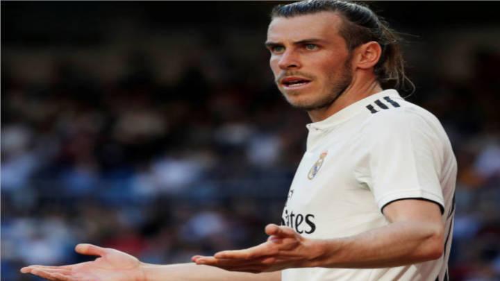 Bale por la defensa de su posición.
