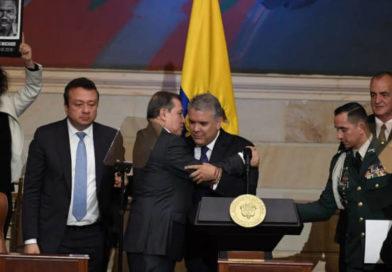 """Ernesto Macías antes de irse volvió a """"hacerla"""" contra la oposición"""