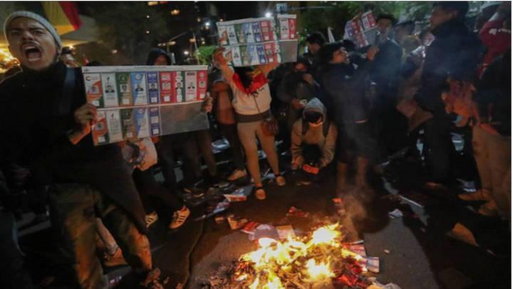 Descontento general ante el Tribunal Electoral y los resultados electorales en Bolivia.