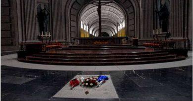 Tumba exhumada del dictador en la Basilica del Valle