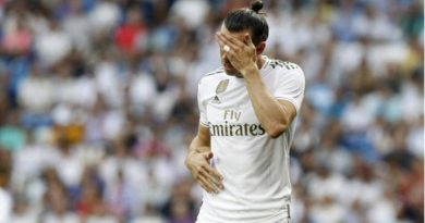 Bale no se fija en lo que no le interesa y piensa en su futuro.