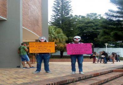Colombia bañada de estudiantes desde todas partes del país
