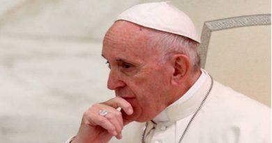 Papa Francisco promulga nuevas leyes.