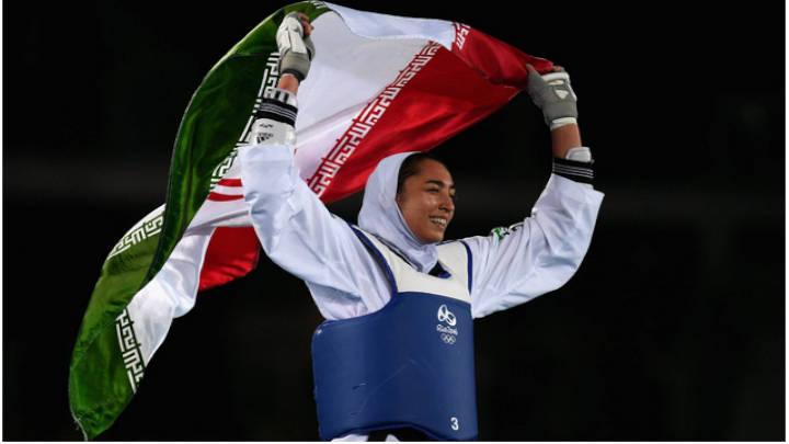 Kimia Alizadeh en el momento de obtener la medalla de bronce en el 2016