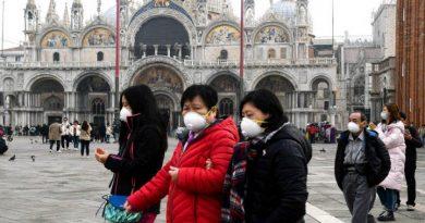 El uso de mascarillas previene el contagio, aunque no lo detiene por completo.