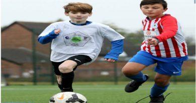 Niños jugando en Liverpool, su deporte favorito