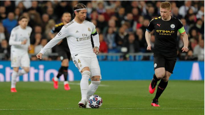 Ramos activo durante el partido ante el Manchester