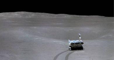 El robot Yutu-2 con impresiones del lado oscuro de la Luna