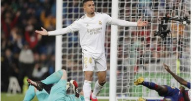 La posición de Mariano luego de su gol ante el Barcelona