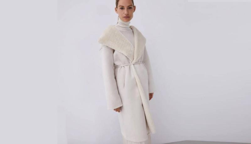 Un abrigo color crudo