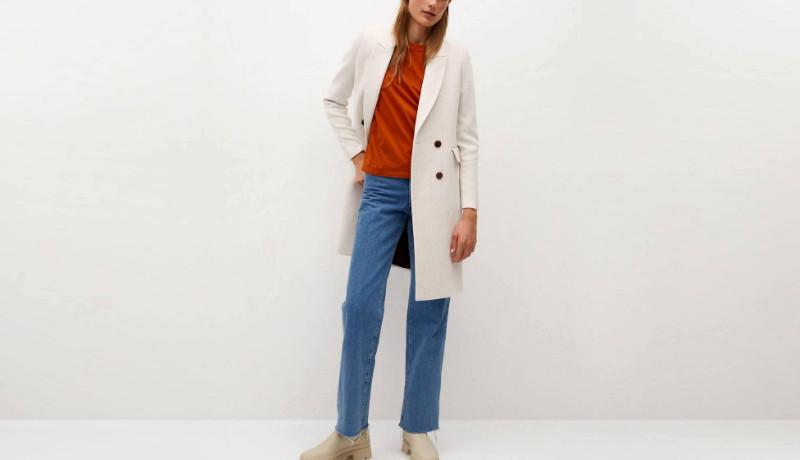 El abrigo de lana y de doble abotonadura