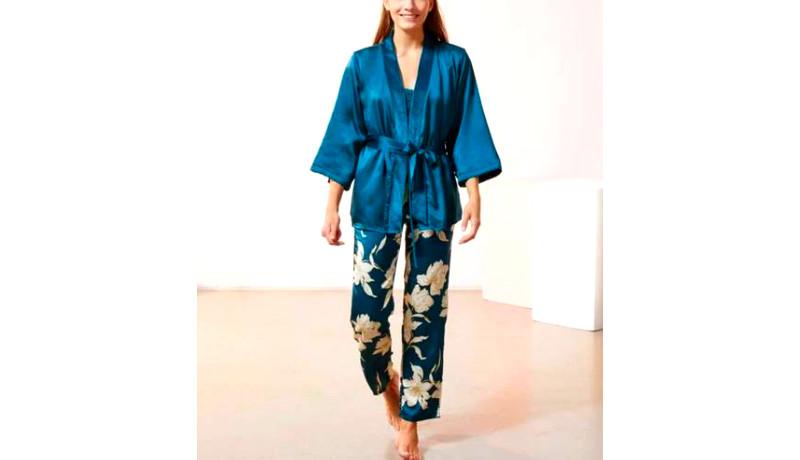 Una Pijama con 3 piezas